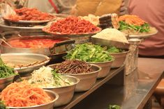 Got a few questions about korean restaurants and dining? Take a look at these common Korean dining questions and the right answers to each one. Best Korean Food, Korean Drama Stars, Visit Seoul, Korean Dishes, Food Out, Korean Wave, First Bite, Korean Language, Wine Storage