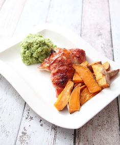 Baconsurret kylling med søtpotetfries Slow Cooker, Carrots, Healthy Recipes, Drink, Vegetables, Eat, Food, Carrot, Beverage