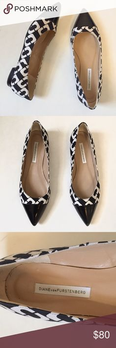 Diane von Furstenberg Lela Chain Link Flats 8 A classic in the making, the Lela brings the DVF heritage chain link print to a chic pointed-toe flat. Accented with black leather. In fabric and calf leather. Size 8B. Some wear to soles, as pictured. Diane von Furstenberg Shoes Flats & Loafers