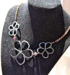 collier fleur et cristaux
