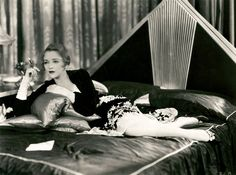Film Noir Photos: Smoking in Bed: Bebe Daniels Art Deco Bed, Art Deco Decor, Art Deco Design, Hollywood Glamour, Old Hollywood, Hollywood Style, Bebe Daniels, Julia, Queen