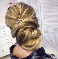 Pretty Wedding Updo Hairstyle to Inspire You bridal hairstyle - This stunning updos wedding hairstyle for medium length hair are perfect for wedding day