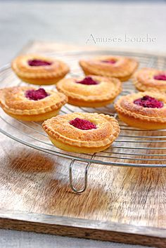 raspberry tarts cooling (before adding mousseline & almond cream)