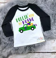 Mardi Gras Mask Vine Monogram Design in Glitter on Raglan T-Shirt for Toddlers, Youth, and Adults, and Bodysuits for Infants Mardi Gras Centerpieces, Mardi Gras Decorations, Mardi Gras Outfits, Mardi Gras Costumes, Monogram T Shirts, Vinyl Shirts, Mardi Gras Girls, Karneval Outfits, Mardi Gras Float