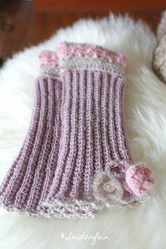 seidenfeins Blog vom schönen Landleben: Handstulpen mit Perlchen und feiner Häkelspitze * Anleitung * fingerless gloves with sequins, pailletts and crochet lace & Tutorial