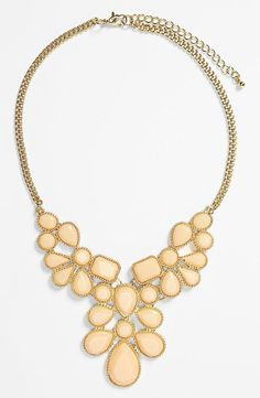 Need this statement necklace!