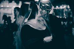 Experimento cênico para a construção do espetáculo Cirque por Julieta realizado em uma praça da cidade São Gonçalo dos Campos   Pesquisadores-atuantse na imagem: Amanda Maia e Jonatas Pinheiro   Fotografia: Izabella Valverde   2014, Janeiro.