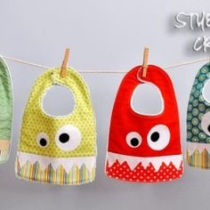 For baby gifts- Stubbornly Crafty: Monster Bib {Pattern & Tutorial} Bib Tutorial, Sewing Hacks, Sewing Tutorials, Sewing Patterns, Fabric Crafts, Sewing Crafts, Sewing Projects, Sewing For Kids, Baby Sewing
