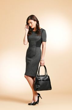 Structured knee length dress with pointy pump