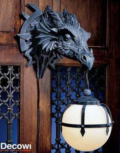 #Felizviernes A Tod@s! 10 accesorios de Juego de Tronos Aplique de pared: este dragón no expulsa fuego, sino una tulipa que te iluminará en el camino. https://www.facebook.com/decowioficial/photos/a.449923668510047.1073741828.449353775233703/453901001445647/?type=1&theater #decoracion #JuegodeTronos