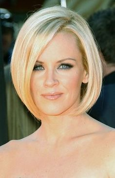 Jenny McCarthy Short Angled Bob Hairstyle | Short-Hair-Styles Hairstyle