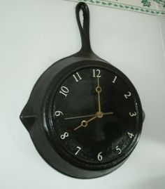 Fry Pan Clock = great as I just got a set of these at Goodwill for decorating, but wasn't sure what to do yet.