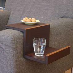 Table d'appoint pour canapé - DIY this: Sofa hanger Diy Design, Interior Design, Design Ideas, Design Table, Table Designs, Canapé Diy, Diy Furniture, Furniture Design, House Furniture