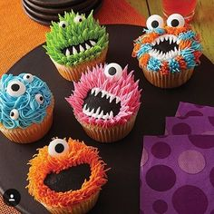 Just in case we didnt have enough things going on this month, now I need to make these cupcakes too! Thanks a lot Michaels Stores for making irresistibly cute monster cupcakes halloween cupcakes Halloween Desserts, Postres Halloween, Halloween Treats, Halloween Cupcakes Decoration, Haloween Cupcakes, Diy Halloween, Halloween Fruit, Halloween Baking, Halloween 2019