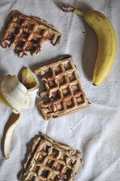 Peanut Butter + Banana Waffles #vegan #breakfast recipe // neverhomemaker
