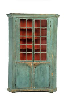 AMERICAN PAINTED CORNER CUPBOARD. First Half 19th Century, Pine. One Piece