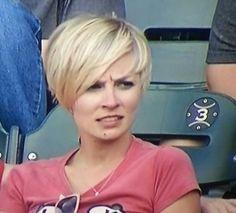 Love this woman's hair!