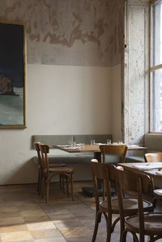 I couldn't resist showing you this stripped back but still quietly glamorous interior of nordic restaurant Dottir in Berlin's hip Mitte district. Cafe Interior Design, Cafe Design, Interior Styling, Interior Architecture, Interior Decorating, House Design, Restaurant Berlin, Deco Restaurant, Vintage Restaurant