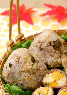 【鶏肉ときのこの雑穀米おにぎり】外では食べやすいおにぎりがやっぱり人気! きのこを使った色鮮やかなおにぎりでおなかいっぱい★
