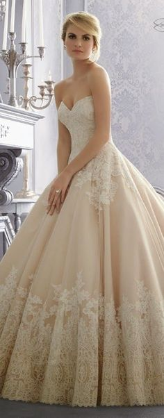 love this wedding dress.this style, but in pure