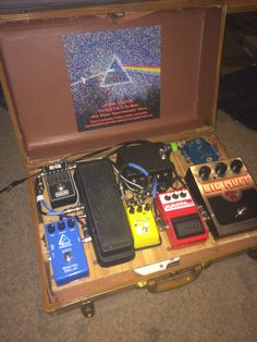 guitar pedals DIY effect pedal board for stomp boxes, homemade from a suitcase Guitar Pedal Board, Diy Guitar Pedal, Pedal Board Diy, Guitar Effects Pedals, Guitar Pedals, Diy Pedalboard, Build Your Own Guitar, Homemade Instruments, Guitar Shop