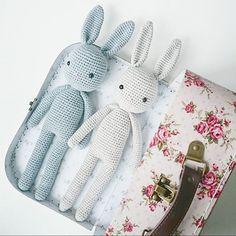 Assalamu alaykum (see previous post for info) Kofferpacken ist eines unserer… Crochet Bunny, Crochet For Kids, Crochet Animals, Diy Crochet, Crochet Crafts, Crochet Dolls, Crochet Projects, Handmade Toys, Baby Toys
