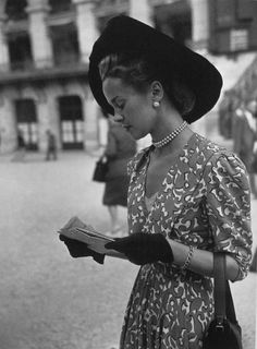 greeneyes55: Elegant women at Longchamp Paris 1947 Photo: Anonymous