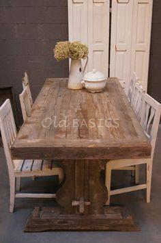 Eettafel Paris 20028 - Robuuste eettafel gemaakt van oude balken. De tafel heeft een massief blad met een grove structuur. De fraai uitgesneden poot geeft de tafel een nostalgisch karakter. Bon appétit! MAATWERK Dit meubel is handgemaakt. De tafel kan in vrijwel elke gewenste maat worden nabesteld. Benieuwd naar de mogelijkheden? Kom eens langs, of neem contact met ons op. Wij maken vrijblijvend een offerte voor het meubel van uw voorkeur!