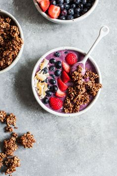 These #vegan acai bowls with crispy buckwheat cocoa clusters are super hydrating and refreshing, yet filling enough to keep you going! Healthy Smoothies, Smoothie Recipes, Healthy Recepies, Raw Recipes, Dessert Recipes, Vegetarian Breakfast Recipes, Fancy, Breakfast Bowls, Buckwheat