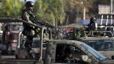 Agentes de la Base de Operaciones Mixtas (BOM) de Guanajuato detuvieron a dos presuntos sicarios originarios de Tamaulipas, quienes transportaban un arsenal, mismo que de acuerdo con versiones de sitios ...
