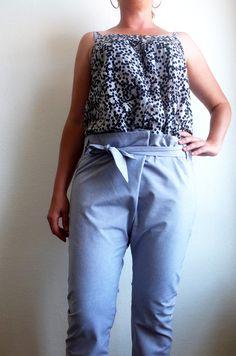 Pantalon bleu ciel coupe croisée avec noeud / Taille M38 (eut convenir à un 36) : Pantalons, jeans, shorts par jaune-cocotte