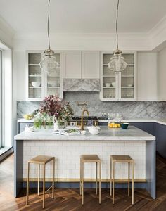 Kitchen Island Decor, Modern Kitchen Island, Modern Kitchen Design, Kitchen Backsplash, Country Kitchen, Backsplash Ideas, Kitchen Ideas, Smart Kitchen, Kitchen Islands