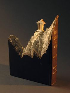 Things to make with old books and paper book pages. Book crafts, upcycled and repurposed books. Paper Book, Paper Art, Cut Paper, Site Art, Art Blog, Altered Book Art, Cool Books, Art Carved, Book Folding