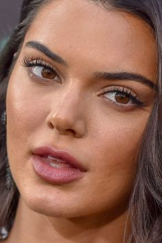 kendall jenner Close-Up Kendall Jenner Make Up, Estilo Kylie Jenner, Kylie Jenner Makeup, Kendall Jenner Outfits, Kendall Jenner Eyebrows, Celebrity Faces, Celebrity Makeup, Red Carpet Makeup, Jenner Sisters