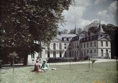 Near Senlis, Ermenonville, Oise. Women talk in the celebrated park where Rousseau died. Photographer: JULES GERVAIS COURTELLEMONT