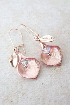 Calla Lily earring - rose gold, leaf, pearl, wedding earring, swarovski beads, flower earrings, bridesmaid gifts, drop, dangle, www.colormemissy.com