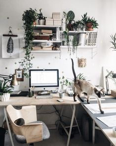 Create a Home Office That Works for You. When you need a serious workspace, choose a layout, furnishings, technology and lighting that will get the job done. Board: Home Furniture Home Office Layouts, Home Office Setup, Home Office Space, Home Office Design, Office Ideas, Office Inspo, Desk Space, Cozy Office, Small Office