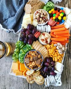 Cold Dinner Ideas - Summer is coming and we better prepare ourselves for the season. Snack Platter, Party Food Platters, Clean Eating Snacks, Healthy Snacks, Healthy Recipes, Paleo Meals, Cold Dinner Ideas, Charcuterie And Cheese Board, Halloween Appetizers