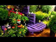 Overdevest Nurseries Creates Display From Pallets - Today's Garden Center Pallet Display, Display Ideas, Visual Merchandising, Garden Center Displays, Garden Cafe, Pallet Painting, Outdoor Chairs, Outdoor Decor, Home Hardware