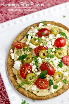 Hummus Pita Pizzas -- a quick and easy meatless dinner idea that takes less than 15 minutes to make! #15MinuteSuppers