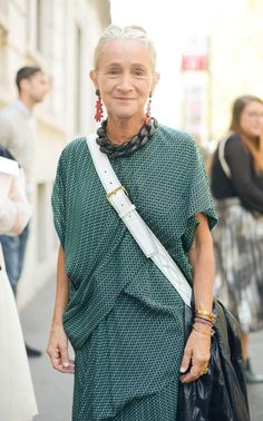 Vogue fashion director Lucinda Chambers has been in the spotlight since she emerged as the star of the BBC documentary Absolutely Fashion (Beauty Face Women) Fashion Mode, Vogue Fashion, Fashion Over 50, Fashion Beauty, Fashion Looks, Fashion Tips, Fashion Trends, Street Fashion, Fashion Websites