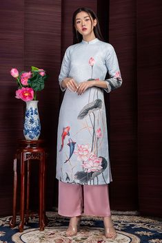 Traditional Fashion, Traditional Dresses, Ao Dai Cach Tan, Vietnamese Traditional Dress, College Outfits, Stylish Dresses, Designer Dresses, Lace Skirt, Folk Costume