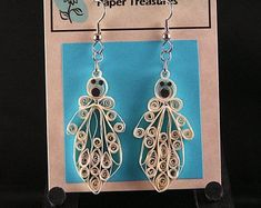 Halloween Ghost Earrings by QuillPaperTreasures on Etsy Paper Quilling Jewelry, Paper Jewelry, Origami, Halloween Ghosts, Halloween Stuff, Halloween Jewelry, Paper Frames, Etsy Earrings, Handmade Gifts