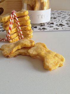 Biscuits sains et naturels au potiron pour chiens • Dog treats: healthy gluten free pumpkin cookies #dogtreats