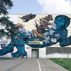 Modena è anche città di street-art. Nonostante sia ancora poco sfruttato dal punto di vista turistico il patrimonio di #streetart della città ha una lunga storia che viene ancora oggi alimentata grazie anche all'impegno della galleria @d406 e #icone evento di street art ormai di livello internazionale. Qui vedete una delle opere più recenti e già molto famose realizzata per il Festival Filosofia del 2013. Il muro è stata realizzato da #ericailcane e #bastardilla street artists di fama…