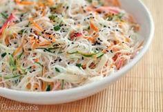 Uma salada leve e muito da chique! Veja aqui a receita. Veggie Recipes, Asian Recipes, Vegetarian Recipes, Cooking Recipes, Healthy Recipes, Ethnic Recipes, Comidas Light, Salty Foods, My Favorite Food