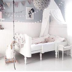 Gorgeous girls room! Lots of inspo!! ---///--- Quarto maravilhoso de menina! Muita inspiração!! Via @homebycaroline #littlelovetrends #girlsroom #grey #girl #babydecor #interior #instakids #interiordesign #decor #design #coolkids #coolrooms #barnrum #barnrumsinspo