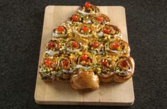 Paul Hollywood S Chelsea Bun Christmas Tree The Great Cranberry Orange Chelsea Bun Tree . British Baking Show Recipes, British Bake Off Recipes, British Desserts, Hp Sauce, Great British Bake Off, Christmas Baking, Christmas Tree, Christmas Foods, Christmas 2019