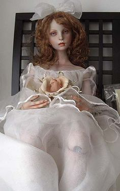 Artist Koitsukihime - Porcelain doll painted to look dead and posed for her Victorian Momento Mori photo.