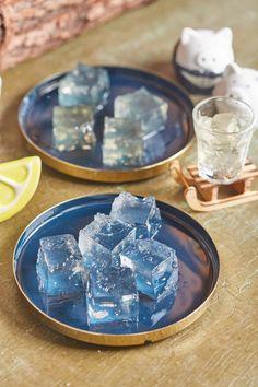 Gin-tonic és mojito zselékocka | Street Kitchen Gin And Tonic, Mojito, Martha Stewart, Barware, Street, Kitchen, Anna, Food, Alcohol